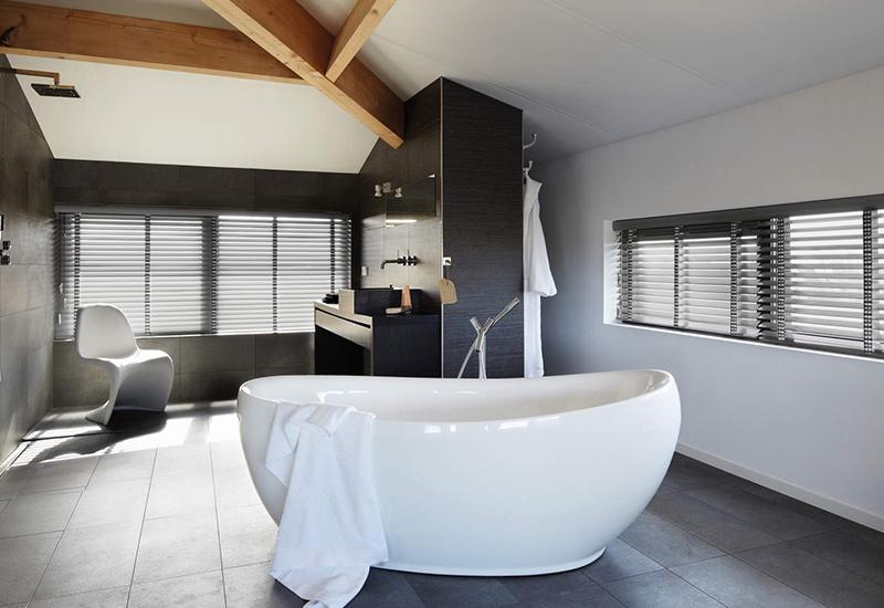badkamer dak raam lamellen bad